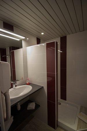 Hotel Forum: Salle De Bain Avec Douche Et WC