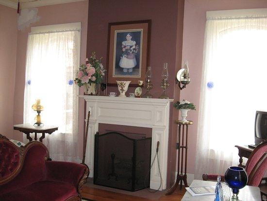 Calvert, TX: Pink room