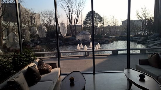 Hancheng, Kina: View to grounds from lobby