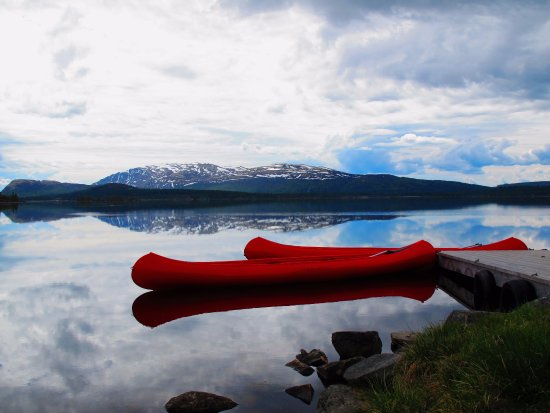 Mysuseter, Norwegen: Guests may borrow canoes in lake Furusjøen. Foto: Josef Beran