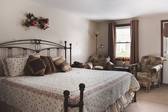 Berkshire Hills Country Inn: king room