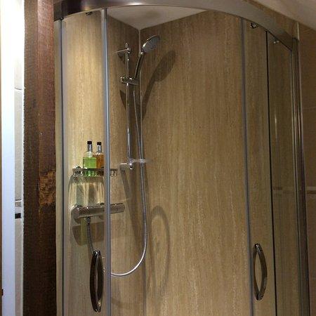 Bradwell, UK: Rebellion room's shower.