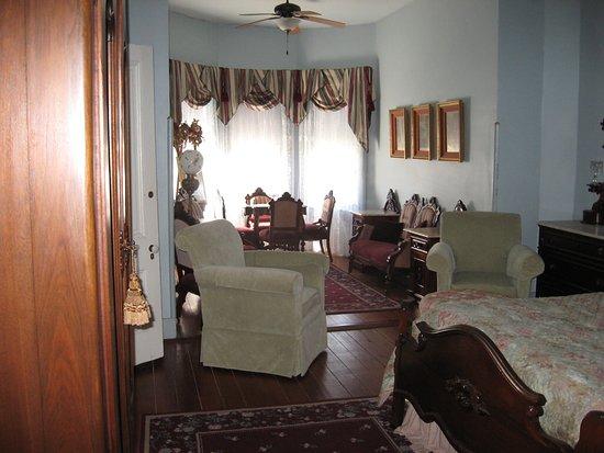 Calvert, TX: Blue room