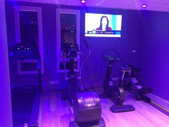 Meudon-la-Foret, France: Nice fitness center!