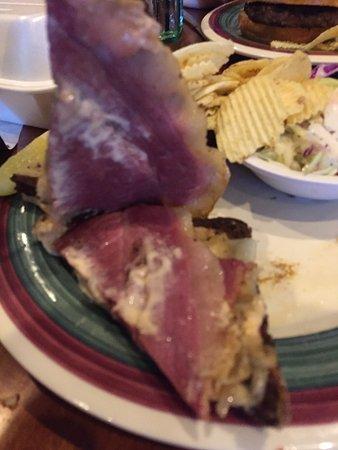 มอลตา, นิวยอร์ก: Two pieces of corned beef in this Reuben