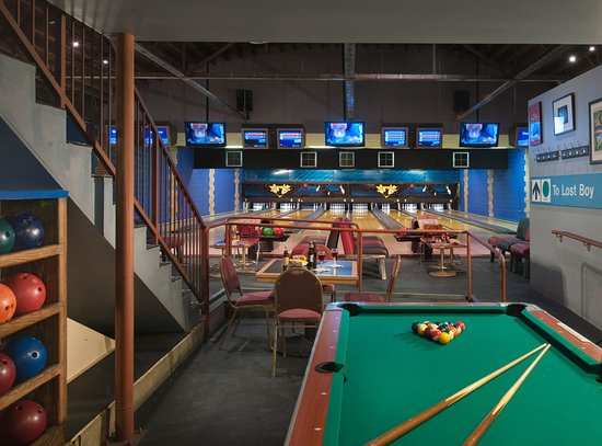 Englewood, CO: Billiards, BBQ, Bowling