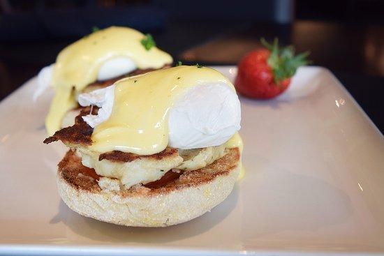 Beverly Hills, MI: Jumbo Lump Crab Cake Benedict