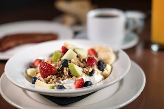Beverly Hills, MI: Chia Seed Granola & Greek Yogurt