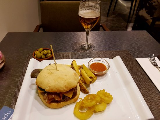 Hotel Silken Siete Coronas : simple but honest and good food in the restaurant of this hotel