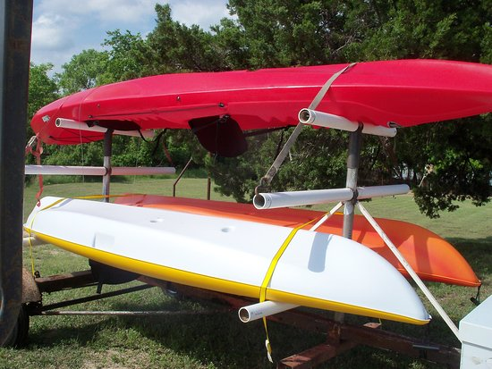Kopperl, TX: Two single kayaks, one double kayak and a canoe are available for rent.