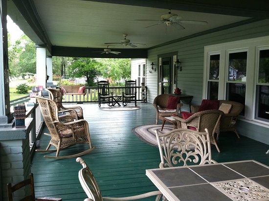 Inn at Folkston: Front porch