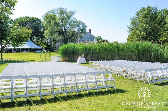 Stevensville, MD: Waterfront wedding on the lawn