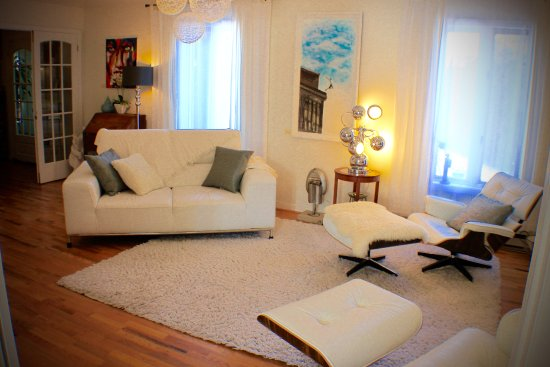 L'Orignal, Canada: White living room