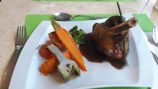 Cublac, France: Souris d'agneau confite au thym, légumes du moment