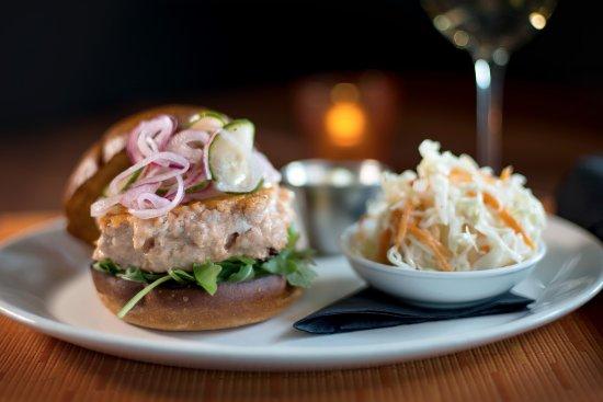 Bloomfield Hills, Мичиган: Grilled Salmon Burger