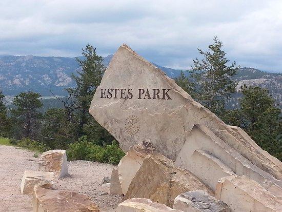 Drake, CO: Welcome sign before entering Estes Park