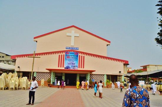 Cotonou, Benin: 大きな教会