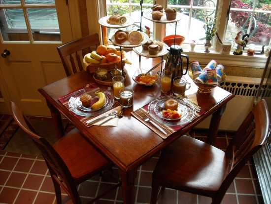 Saxonburg, PA: A complimentary continental breakfast