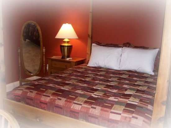 Saxonburg, PA: The Pine Suite A queen bed with a private bathroom