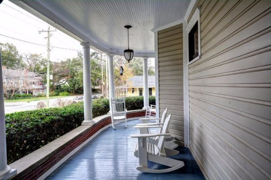 Thomasville Bed and Breakfast: Side Porch