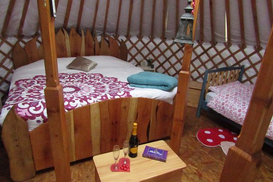 Leitrim, İrlanda: Valentines Prosecco weekend for Familes and Couples staying in February. The Sunrise Sanctuary Y