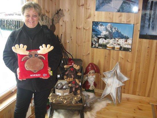 Honningsvag, Norwegia: Además del bar de hielo, la tienda de recuerdos y regalos es la mejor que hay en toda Noruega
