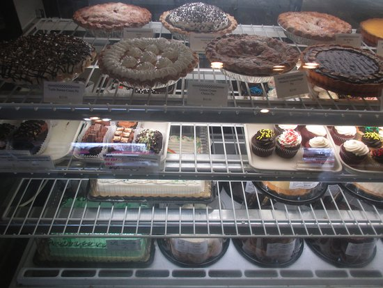 Bayport, MN: Cakes and pies on display