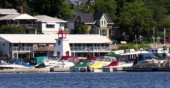 40 Bay Street Bed & Breakfast: Our waterfront location provides easy access to everything Parry Sound has to offer!