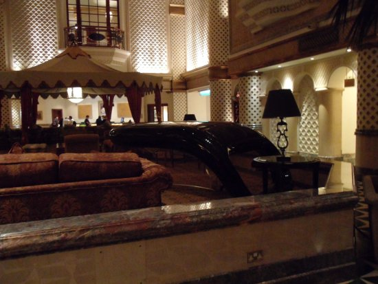 Grand Hyatt Muscat: Amaizing Piano
