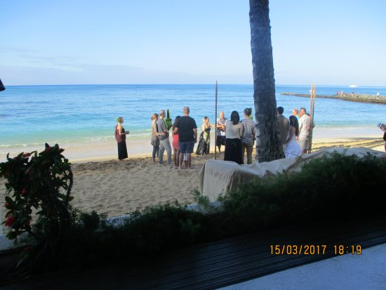 Outrigger Reef Waikiki Beach Resort Wedding Vow Renewal On