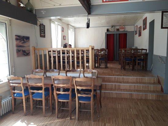 Menu 2017 !! Nouvelle Déco Intérieur - Picture Of Resto Cafe