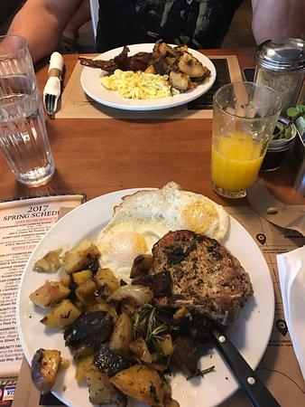 Photo of American Restaurant Matt's Big Breakfast at 801 N 1st St, Phoenix, AZ 85004, United States