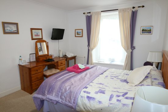 Colyton, UK: Deluxe double room with walk in shower