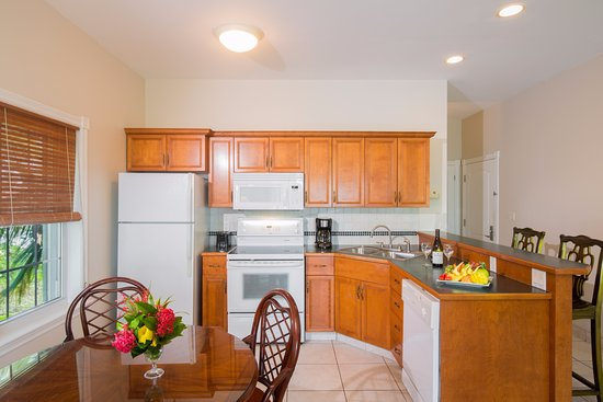 Royal West Indies Resort: kitchen in 1 and 2 bedrooms