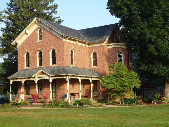 Gnadenhutten, OH: Welcome home to Brick House on Main Bed & Breakfast