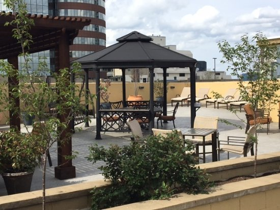 Embassy Suites by Hilton Nashville at Vanderbilt: Rooftop Patio and Sundeck