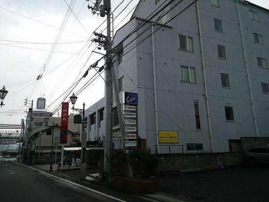 Shikokuchuo, Japan: 1階が駐車場