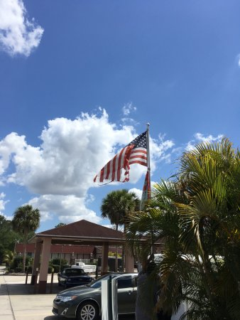 Sunrise Inn: terrible flag that owner lowered after I mentioned it was a disgrace to fly.