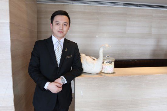 Les Suites Orient Bund Shanghai Friendly Front Desk Clerk