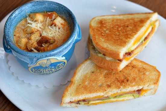 Libertyville, IL: Grilled Cheese & Tomato Bisque