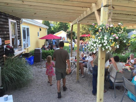 Little Compton, RI: Friday Night Live features local bands, every Friday all summer long