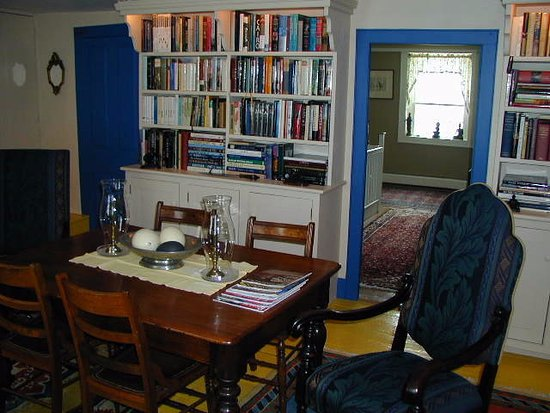 Galway, État de New York : Second floor library, part of suite when requested and available.