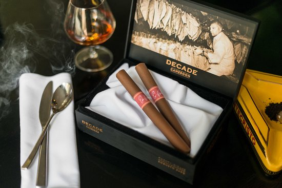 Adelphi Hotel: Smoking Rosemary Caramelia Cigar Box