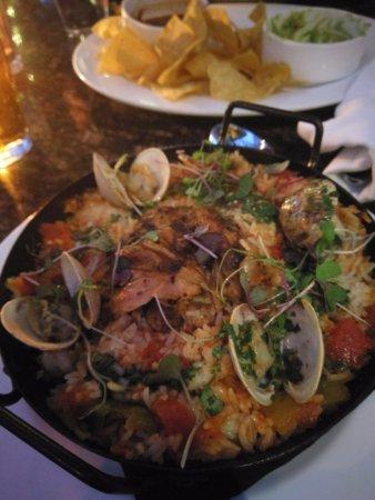 Chelsea's Kitchen: Very tasty rice chicken shrimp clam!