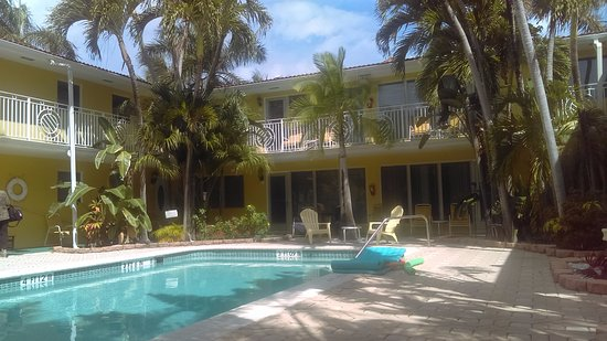 Kira-Mar Waterfront Villas & Docks: A Classic Looking Florida Hotel !!