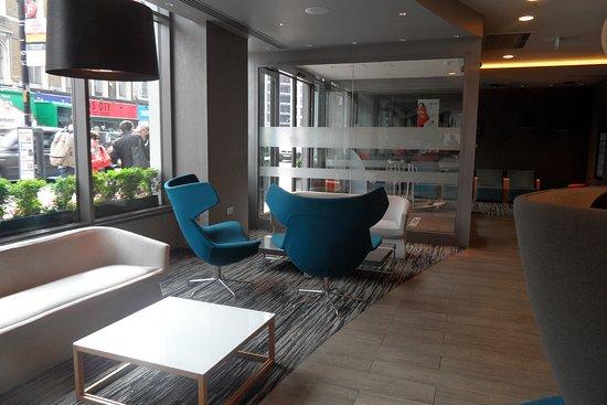 Ibis London City-Shoreditch: Lobby