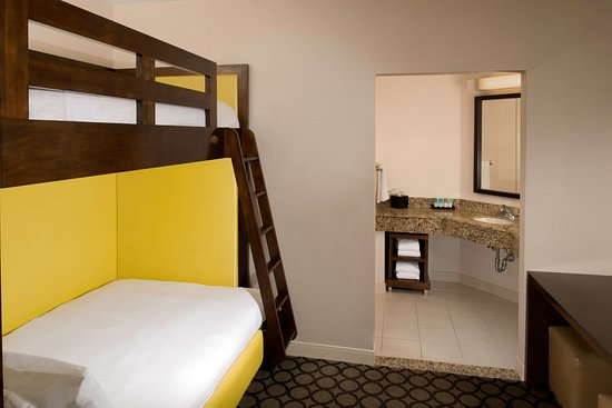 Hyatt Regency Orange County: VIP Family Kids Bunks