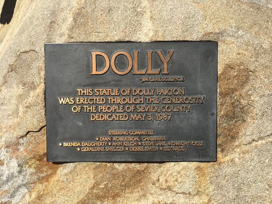 Dolly Parton Statue: photo1.jpg