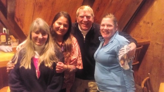 Henniker, New Hampshire: El equipo de cashiers❤: Pam, Brad y Jhuly