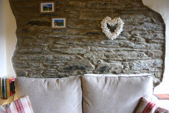 Troedyrhiw Holiday Cottages: Oak Cottage living room